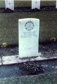Trooper Warren's grave in New Guinea